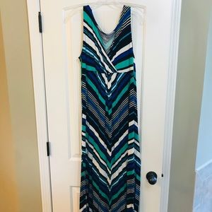 Flattering and comfortable! Maxi dress size large